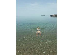 Sıcak havanın keyfini denize girerek çıkardılar