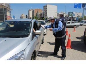 Kahta 'da zabıta ekipleri ücretsiz maske dağıttı