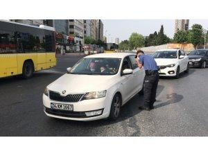 İstanbul'da trafik denetiminde ilginç anlar kamerada