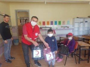 Kızılay'dan çocuklara bayramlık