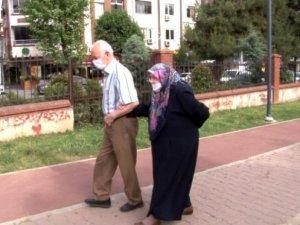"""İçişleri Bakanlığı'ndan """"65 yaş ve üzeri vatandaşlar için seyahat izin belgesi"""" genelgesi"""