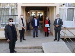 Edremit Belediyesinden üniversite adaylarına tablet desteği
