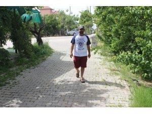 Tekerlekli sandalyeyle geldi, yürüyerek çıktı