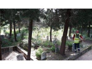 Başiskele mezarlıklarında bayram temizliği