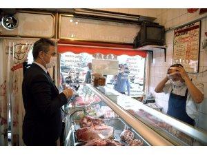 Başkan Köse esnafa maske dağıttı