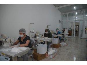 Kuşadası Belediyesi 20 bini çocuklar için 350 bin maske üretti