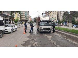 Babası ile sokağa çıktı 3150 lira ceza yedi