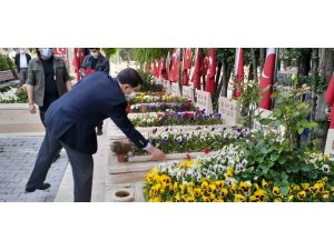 Ankara Valisi Şahin şehitlikleri ziyaret etti