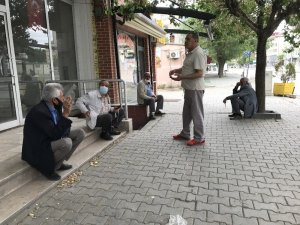Doğunun Çukurovasında yaşlılar sokağın tadını çıkardılar