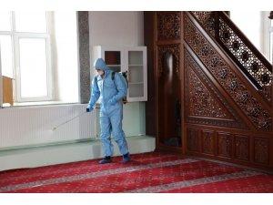 Kars Belediyesi camileri dezenfekte etti