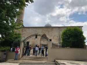 6 asırlık camide aylar sonra ilk cuma coşkusu