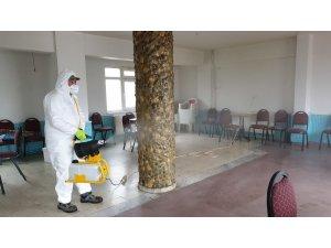 Başkan Şahin, kahvehanelerin dezenfektesini üstlendi