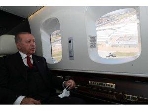 Cumhurbaşkanı Recep Tayyip Erdoğan helikopterle, açılışını gerçekleştirmek üzere Yeşilköy Prof. Dr. Murat Dilmener Acil Durum Hastanesi'ne geldi.