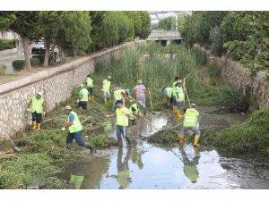 Erdemli'de kanallar temizlendi
