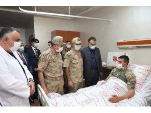 Vali Çağatay operasyonda yaralanan askerleri ziyaret etti