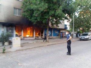 Tente dükkanında çıkan yangın, mahalleliye korku dolu anlar yaşattı
