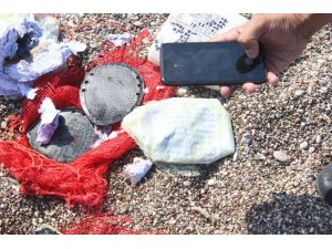 Sahildeki şüpheli çuvallardan büyü malzemeleri çıktı