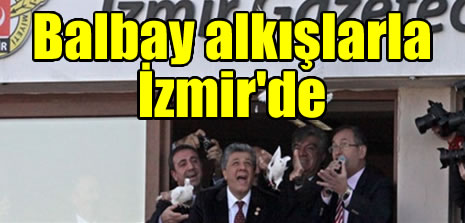 Balbay alkışlarla İzmir'de