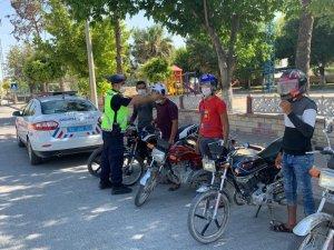 Jandarma sürücülerin hayatı için kolları sıvadı