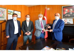 Dumlupınar protokolü Müdür Hasan Keskin'i makamında ziyaret etti