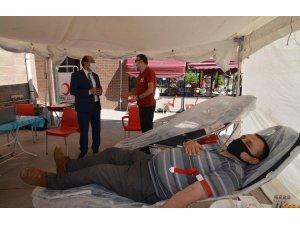 Başkan Çöl, Kızılay kan bağış noktasını ziyaret etti