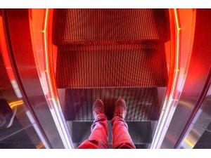 Başkent'te yürüyen merdivenler ışıl ışıl