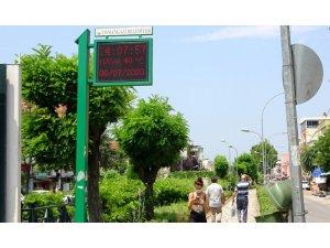 Termometreler 42 dereceyi gösterdi, Bursalılar gölgeye kaçtı