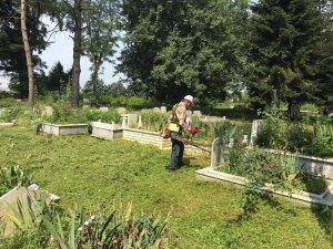 Düzce'de mezarlıklarda bayram temizliği başladı
