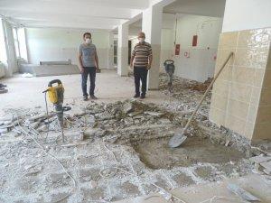 Hisarcık'ta okul binasında depreme karşı güçlendirme çalışması