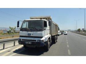 Hacizli kamyon başka araca tescilli plaka ile yakalandı
