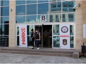 Uşak'ta iki uyuşturucu satıcısı tutuklandı