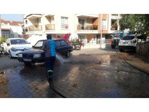 Marmaris'te temizlik ekipleri ilçenin dört bir yanında çalışmalarını sürdürüyor