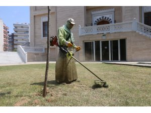 Efeler Belediyesi İl Müftülüğü'nde yeşil alan temizliği yaptı