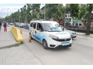 Trafikte telefonla konuşurken emniyet müdürüne yakalanan polise ceza kesildi