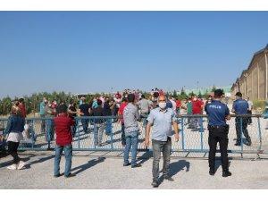 Niğde'de iplik fabrikası işçileri işvereni protesto etti