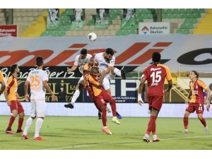 Süper Lig: Aytemiz Alanyaspor: 2 - Galatasaray: 1 (İlk yarı)