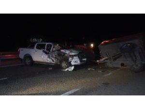 Kamyonetle traktör çarpıştı: 3 yaralı