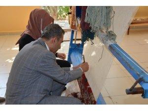 """Besni Belediyesi """"Dokuyan Eller"""" Projesini hayata geçirdi"""