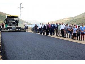 Vali Cüneyt Epcim Pamuktaş köyünde yürütülen asfalt çalışmalarını inceledi