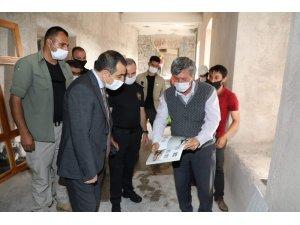 Kars'ta tarihi binada restorasyon çalışmaları devam ediyor