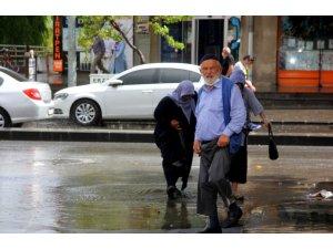 Doğu'da gök gürültülü sağanak yağış
