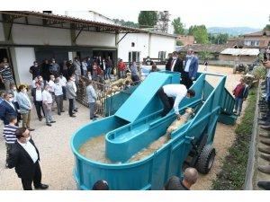 İnegöl Belediyesi, çiftçilere 'Taşınabilir Hayvan Yıkama Havuzu' aldı