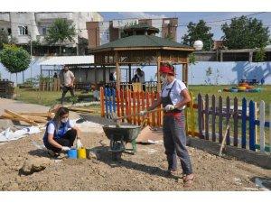 Atık malzemelerden 'Gençlik Dönüşüm Bahçesi' oluşturdu