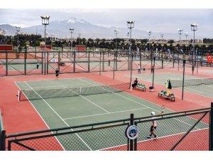 Büyükşehir'den 15 Temmuz'un anısına tenis turnuvası
