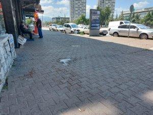 Kavga sırasında yoldan geçen adam vuruldu