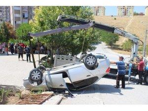 Takla atan otomobil ters döndü: 4 yaralı