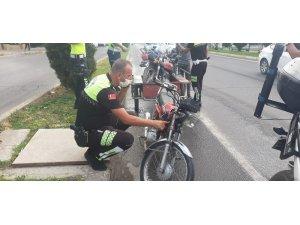Dur ihtarına uymayan sürücü motosikletini bırakıp kaçtı