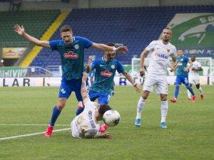 Süper Lig: Çaykur Rizespor: 1 - Hes Kablo Kayserispor: 1 (İlk yarı)