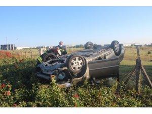 Takla atan otomobil yol kenarına savruldu: 1'i ağır 3 yaralı