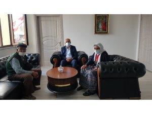 Başkan Ensari, yaşlı çifti makamında ağırladı